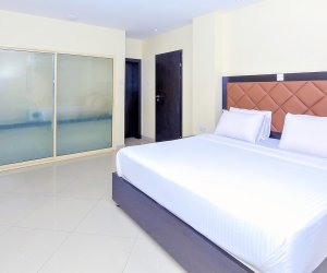 Oyster Executive Bedroom 1.jpg